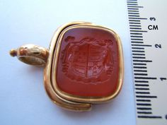 ANTIQUE SWIVEL WAX FOB SEAL 14K GOLD DOUBLE SIDE ENGRAVED CARNELIAN MOTTO ARMS