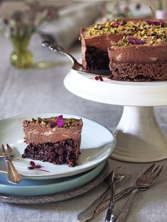 Chokolademoussekage med mandelbund Food Cakes, Cake Recipes, Mad, Desserts, Celiac, Cakes, Tailgate Desserts, Deserts, Easy Cake Recipes
