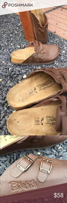 Birkenstock Birki's Birkis Mules Size 9 Size 9. Gently preowned. Be sure to view the other items in our closet. We offer  women's, Mens and kids items in a variety of sizes. Bundle and save!! We love reasonable offers!! Thank you for viewing our item!! Birkenstock Shoes Mules & Clogs
