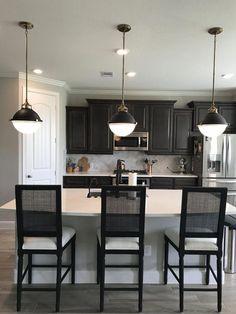 Kitchen Inspirations, decor ideas for kitchens, kitchen layout, farmhouse kitchen decorations, dining room Modern Farmhouse Kitchens, Black Kitchens, Rustic Kitchen, Home Kitchens, Kitchen Modern, Minimal Kitchen, Dream Kitchens, Small Kitchens, Eclectic Kitchen