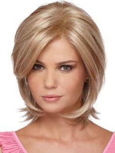 El pelo mediano en capas ,es el que mas popularidad tiene en el 2017,conocido como el peinado estrella por su originalidad y detalles juve... Layered Bob Hairstyles, Haircuts For Fine Hair, Classic Hairstyles, Medium Layered Hair, Short Hair With Layers, Short Hair Cuts For Women, Medium Hair Styles, Curly Hair Styles, Long Wigs