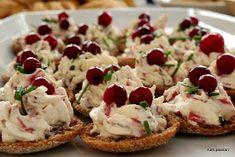 Kattipaakari: Ruisnapit kylmäsavuhärkätäytteellä Bruschetta, No Bake Cake, Cheesecake, Food And Drink, Snacks, Baking, Ethnic Recipes, Party, National Treasure