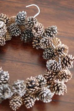 do it yourself divas: DIY: Pinecone Wreath (Practically FREE) Very ingenious!Zrób to sam Divas: DIY: Pinecone Wieniec (praktycznie wolne)DIY: Pinecone Wreath (using a wire hanger and pony beads)diy pinecone wreath great for the winter! Christmas Wreaths To Make, How To Make Wreaths, Christmas Bulbs, Diy Christmas, Rustic Christmas, Christmas Garlands, Christmas Windows, Christmas Kitchen, Primitive Christmas