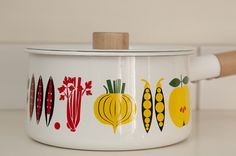 pan designed by Lotta Kühlhorn - Modern Retro Home, Modern Retro, Vintage Modern, Kitchenware, Tableware, Kitchen Magic, Vintage Enamelware, Kitchen Stories, Food Illustrations