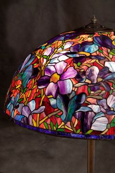 Tiffany style shade and beautiful floor lampbase. Stained Glass Lamp Shades, Tiffany Stained Glass, Tiffany Glass, Tiffany Lamp Shade, Spectrum Glass, Retro Lamp, Rustic Lamps, Bedroom Lamps, Decoration