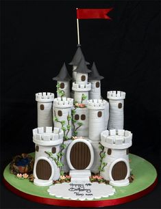 Castle Cake for boys castles and dragons themed birthday party! Description from pinterest.com. I searched for this on bing.com/images