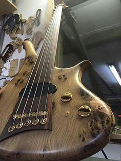 Just finished - Diva 5-string with elm burl top #marleaux #bassguitar #bass #diva #fretless #5string #gold #custom #customisstandard #justfinished #handmade #germany #delano #ets #schaller