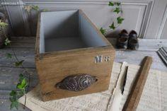 Ancien tiroir de meuble de métier , poignée coquille et inscription au pochoir, style industriel Brocante de charme atelier cosy.fr