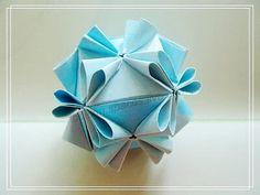 Diy Paper, Paper Art, Paper Crafts, Akira, Origami Ball, Paper Folding, Kirigami, Paper Design, Scrapbooks