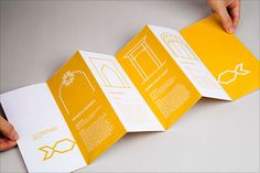 20 Fresh Beautiful Brochure Design Layout Ideas for Graphic Designers Graphic Design Brochure, Corporate Brochure Design, Brochure Design Inspiration, Layout Inspiration, Graphic Designers, Pamphlet Design, Leaflet Design, Leaflet Layout, Brochure Cover