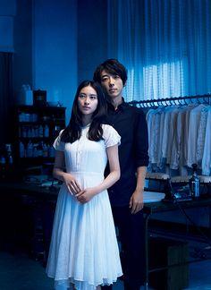 """高橋一生と武井 咲が出演する連続ショートドラマ「Laundry Snow」が、資生堂""""スノービューティー""""のスペシャルサイトで公開された。このドラマは、9月21日に発売される薬用美白スキンケアパウダー""""スノービューティー ホワイトニング フェースパウダー 2017""""(医薬部外品)の発売に向けて公開されたもの。朝篇「21:25 東京発、プラハ行き」と、夜篇「夏ノ空ニ、降ル雪ハ」の2本が制作された。ドラマの舞台は、ある街に佇むクリーニング店「Laundry Snow」。高橋一生扮する""""魔法""""にかけられた店主と、武井 咲..."""