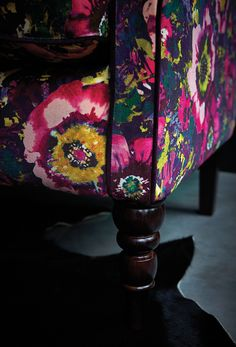 Monsoon Multiyork collection | Abbington Large Sofa in Monsoon Daryn Velvet Midnight Cameo | Detail