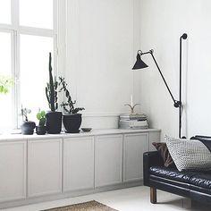 """162 gilla-markeringar, 5 kommentarer - Anna Ramstedt (@ramstedtanna) på Instagram: """"Riktigt snyggt tillfixad och smart förvaringslösning av IKEA-skåp hos @maiju_saw """""""