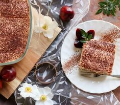 This authentic Italian Tiramisu is made by placing coffee & Marsala dipped sponge fingers between layers of Marsala flavoured, mascarpone mouse & is finished off with a generous dusting of unsweetened cocoa or dark, grated chocolate Italian Cooking, Italian Recipes, Italian Foods, Italian Tiramisu, Tiramisu Recipe, Coffee Cream, Classic Italian, Unsweetened Cocoa, Pavlova