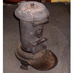 very old coal stoves Antique Wood Stove, How To Antique Wood, Old Wood, Coal Burning Stove, Coal Stove, Small Kitchen Appliances, Kitchen Small, Cast Iron Stove, Small Fireplace