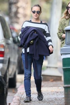 Pregnant Natalie Portman Out Hiking in Los Angeles  Read more: http://www.celebskart.com/pregnant-natalie-portman-hiking-los-angeles/#ixzz4Z7W5Vnbz