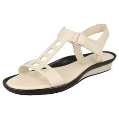 LADIES ROCKPORT SANDALS IN CREAM WITH ADJUSTABLE STRAP - STYLE - K61107
