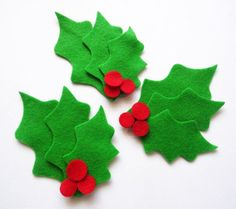 Items similar to Holly leaves and berries, Christmas leaves on Etsy Christmas Leaves, Felt Christmas Ornaments, Christmas Diy, Felt Crafts, Diy And Crafts, Christmas Crafts, Beautiful Christmas Decorations, Xmas Decorations, Decoracion Navidad Diy