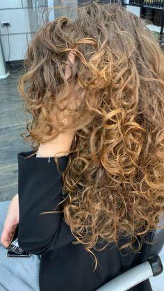 Curly Hair Updo, Blonde Curly Hair, Honey Blonde Hair, Colored Curly Hair, Curly Hair Cuts, Curly Hair Styles, Spiral Perm Long Hair, Curly Hair Problems, Cut Her Hair