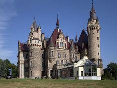 Germany Travel Guide - Castle Neuschwanstein, a Bavarian Castle Neoclassical Architecture, Architecture Old, Beautiful Castles, Beautiful Buildings, Monuments, Chateau Medieval, Scottish Castles, Castle House, Le Palais