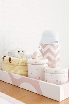 Para a chegada de sua filha, a arquiteta Karen Pisacane criou um lindo projeto com decoração candy colors. O azul, amarelo e rosa foram a cores escolhidas How Big Is Baby, Baby Love, Baby Bedroom, Girls Bedroom, Baby Decor, Kids Decor, Minimalist Baby, Childrens Room Decor, Little Girl Rooms