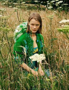 秋日爛漫田園光景:新生代名模Kris Grikaite出鏡中國版《Vogue》十一月號大片 - The Femin