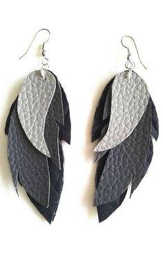 Orecchini in argento fogli di pelle grigia nera modello