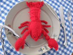 Free pattern – toy lobster amigurumi knitted pattern // dirigo - knitting by the sea Animal Knitting Patterns, Knit Patterns, Amigurumi Patterns, Knit Or Crochet, Crochet Toys, Yarn Monsters, Crochet Monsters, Knitted Animals, Yarn Animals