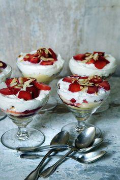 Manger : Honey Kennedy.Strawberry Rhubarb Trifle