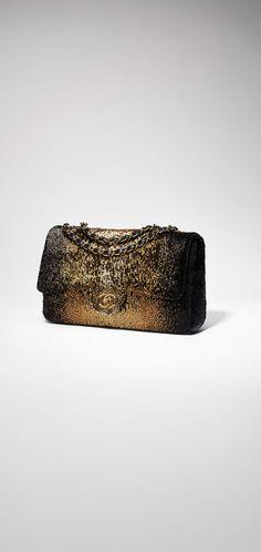 Sac à rabat, sequins, agneau & métal doré-noir & bronze - CHANEL Métiers d'art 2016-17 at the Ritz Paris #ChanelMetiersdArt #ParisCosmopolite  #RitzParis Visit espritdegabrielle.com | L'héritage de Coco Chanel #espritdegabrielle