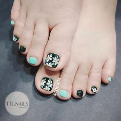 Feet Nail Design, Toe Nail Designs, Nail Polish Designs, Gel Polish, Pink Nail Art, Floral Nail Art, Toe Nail Art, Minimalist Nails, Feet Nails