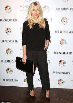Mollie King Oversized Clutch - An oversized leather clutch rounded out Mollie King's all-black ensemble. Rochelle Humes, Medium Curls, Mollie King, World Aids Day, Elisabeth Moss, King Photo, King Fashion, Oversized Clutch, Black Jumper