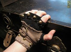 Fingerless gloves for the Wastelander. Post Apocalyptic Costume, Post Apocalyptic Fashion, Steampunk Gloves, Steampunk Fashion, Larp, Dystopia Rising, Post Apocalypse, Dieselpunk, Refashion