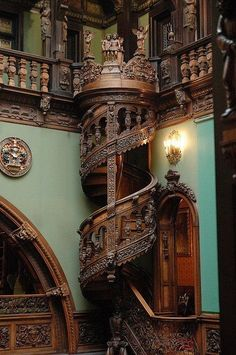 Hall of Honor in Peles Castle features a wooden spiral staircase, Roman columns, and an Archbishop's Prayer Box
