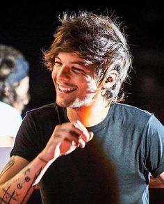 Read Ali's Being Dramatic from the story Louis Tomlinson Saved Me 3 by with reads. (Louis' POV) After the billboard. Larry Stylinson, Grupo One Direction, Louis Tomilson, Wattpad, Louis And Harry, Louis Williams, One Direction Pictures, Celebrity Crush, Celebrity News