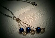 Blue bead pendant necklace