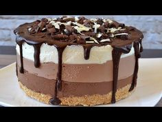 Mousse cake with 3 chocolates. Very easy and delicious dessert without oven Mousse cake with 3 chocolates. Very easy and delicious dessert without oven Other Recipes, Sweet Recipes, Snack Recipes, Dessert Recipes, Chocolate Cheesecake Recipes, Cheesecake Cake, Easy Desserts, Delicious Desserts, Chocolate Mouse