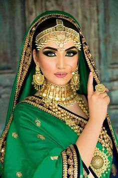 68 Ideas makeup looks indian pakistani bridal Mode Bollywood, Bollywood Fashion, Bollywood Wedding, Indian Bridal Makeup, Asian Bridal, Lehenga, Saree, Moda Indiana, Estilo Hippie