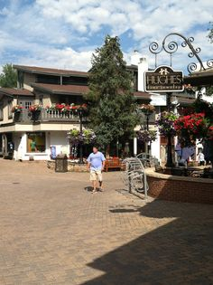 Vail, the largest farmers market and artisan fair in Colorado