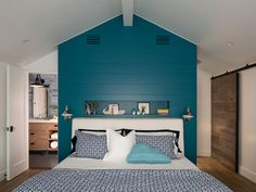 Dark blue bedroom color schemes palette for grey scheme and gray living room large Blue Bedroom Colors, Dark Blue Bedrooms, Peacock Blue Bedroom, Bedroom Color Schemes, White Bedroom, Teal Rooms, Master Bedroom, Small Bedrooms, Bedroom Wall