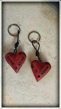 Llaveros corazón personalizados en arcilla polimerica