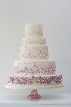 Floral #wedding cake ideas: http://www.weddingandweddingflowers.co.uk/article/102/lookbook-floral-cake-ideas-