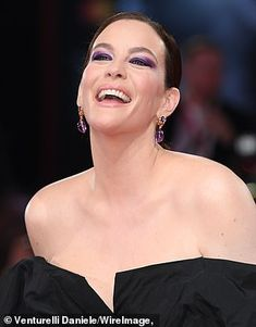 Liv Tyler joins Brad Pitt for Ad Astra premiere at Venice Hollywood Glamour, Classic Hollywood, Donald Sutherland, Tommy Lee Jones, Liv Tyler, Black Tuxedo, Red Carpet Looks, Best Actress, Brad Pitt