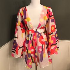 Just Cavalli geometric Top Circles and stripes. Deep neckline. Side zip. Wide sleeves size 48 Just Cavalli Tops