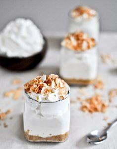 bluebe-rry:    No-Bake Coconut Cream Cheesecake.  Miaam miam miam ♥