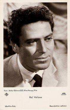 Raf Vallone (Tropea, 17 febbraio 1916 – Roma, 31 ottobre 2002), è stato un attore, calciatore, giornalista e partigiano italiano.    #TuscanyAgriturismoGiratola