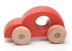 Este hermosa coche de madera hecha a mano para los niños es perfecta para empujar y tirar. Promueve la imaginación y el juego creativo. Mide unos 13