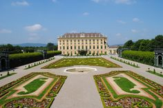 Discover Schönbrunn Palace on a virtual tour through the State Rooms of the Imperial summer residence in Vienna. Monuments, Impératrice Sissi, Best Amusement Parks, Travel Planner, Trip Planner, Virtual Tour, Budapest, Touring, Trip Advisor