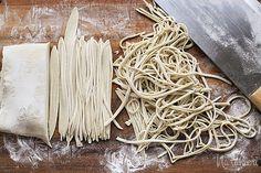 """Ázijské """"vaječné"""" (alkalické) rezance Coconut Flakes, Spices, Food, Hampers, Spice, Essen, Meals, Yemek, Eten"""