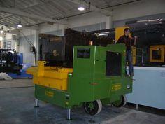 Transidrel 350B Gruniverpal, samohybný zvedací přepravník určený pro zvedání a přepravu nákladů / vstřikovacích forem až do 35.000 kg. Ideální pro použití v plastikářském průmyslu. Dokonalé řešení pro manipulaci s formami a také jinými typy těžkých břemen!